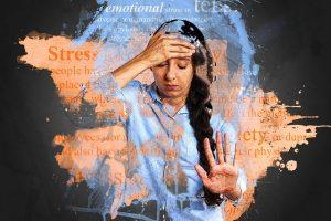 mujer que sufre ansiedad por el trabajo